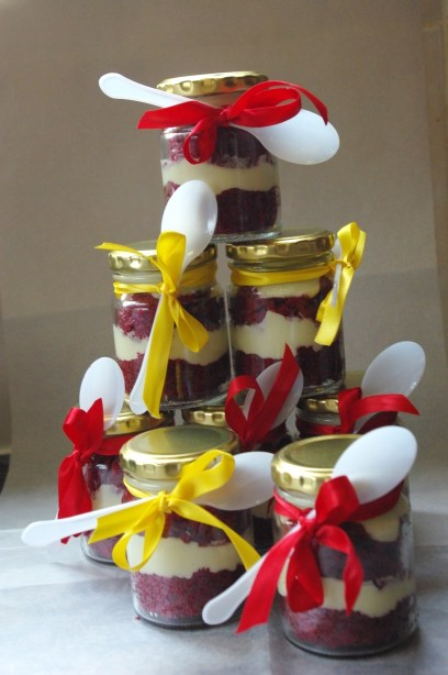 red velvet and cream cheese icing, cupcake-in-a-jar