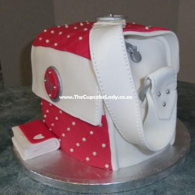 red velvet cake, cream cheese icing, novelty cake, sugar paste cover, hand bag