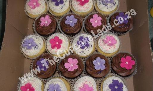 chocolate cupcakes, vanilla cupcakes, sugar paste flower, pink, purple