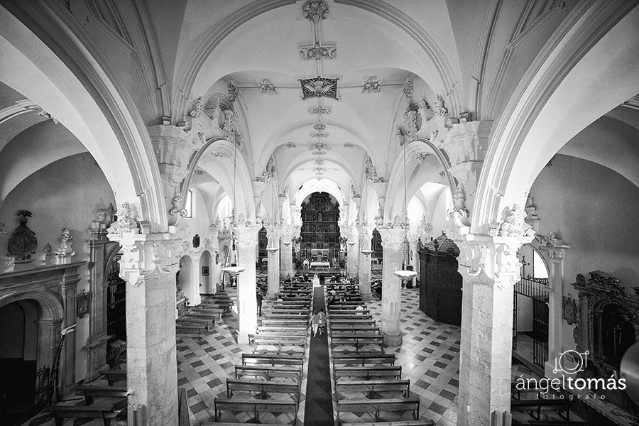 Iglesia. Ángel Tomás Fotógrafo de bodas en Córdoba. Reportajes de fotografía de boda. Profesional.