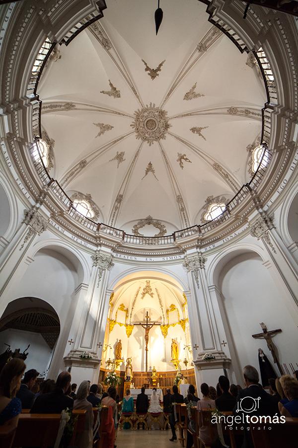 Reportaje fotografía de boda realizado en Cuenca por Ángel Tomás Fotógrafo de bodas. Iglesia de San Pedro.