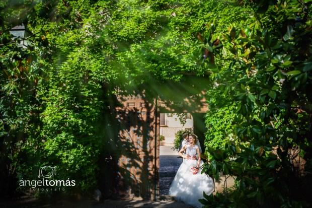 Boda Sara y Alex. Reportaje fotográfico de Ángel Tomás Fotógrafo de Bodas en Córdoba. Enlace realizado en la Finca Montealegre de Villatobas (Toledo).