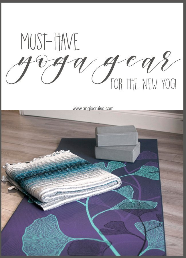 Thinking about trying out yoga this year? Check out my favorite yoga gear essentials for a great home practice or yoga class! #yoga #yogagear #yogaessentials