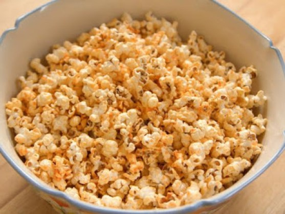Spicy Sriracha Popcorn - Home Cooking