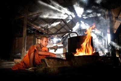 monks_cooking_kampong_phluk