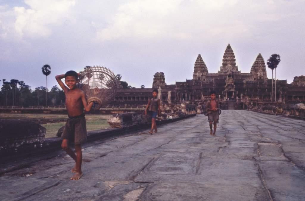 Angkor Wat © John Burgess, Text by HannOdam, age 15
