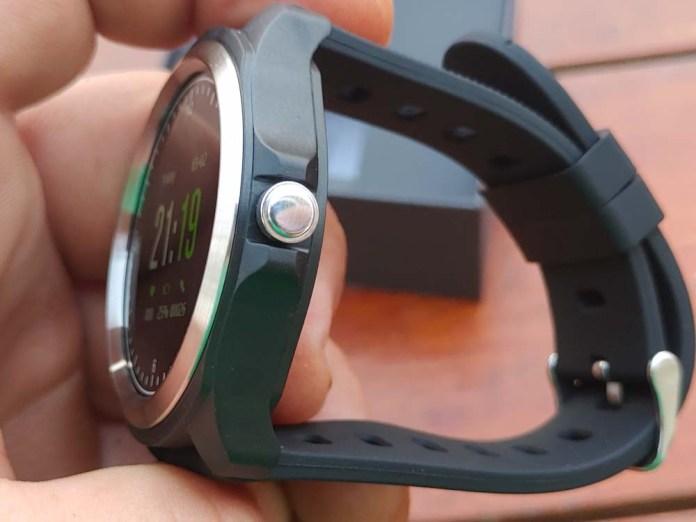Kingwear KW05 Smartwatch sides 2