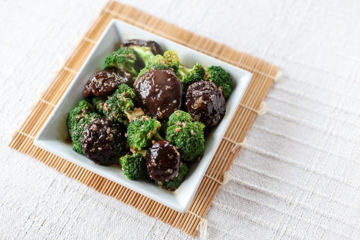 Broccoli and Shiitake in Oyster Garlic Sauce Wide