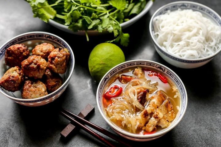 Vietnamese Food Bun Recipe