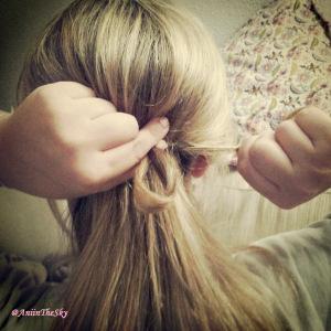 como-hacer-peinado-con-lazo-pelo-lazada-2