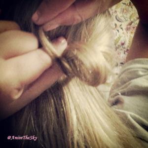 como-hacer-peinado-con-lazo-pelo-lazada-7