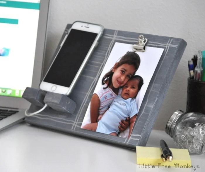 Homemade Christmas Gifts: Phone Holder and Photo Display