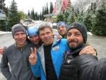 Ala-Archa otelinin önünde, Misha-Oleg-Sergei-Oleg