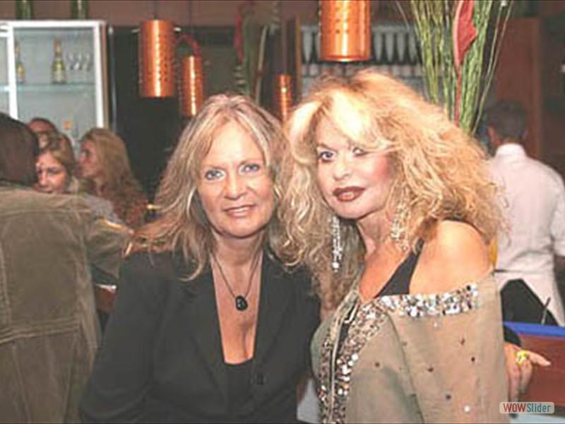 Jeannine Schiller mit Brigitte Martzak
