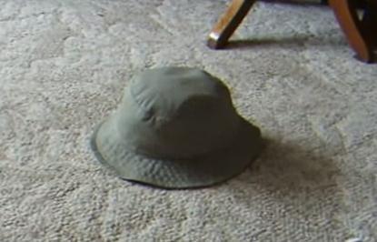 帽子が勝手に動き出した!と思ったら・・・