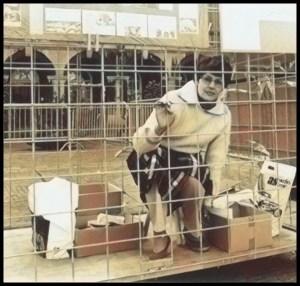 Marion Bienes in cage