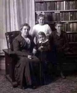 Julia Butler Hansen (center,  in white) in 1916.