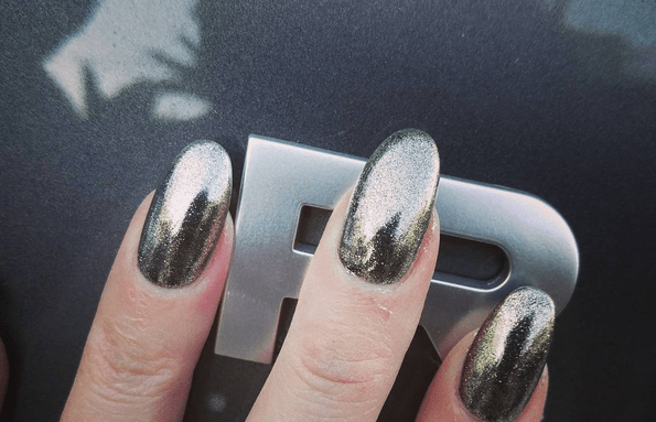 range rover grey nails