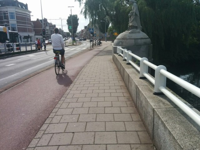While in Den Haag, I made use of the extensive cycle pathways