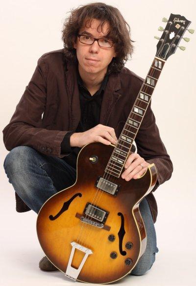 Lorenzo Frizzera e la sua inseparabile chitarra Jazz