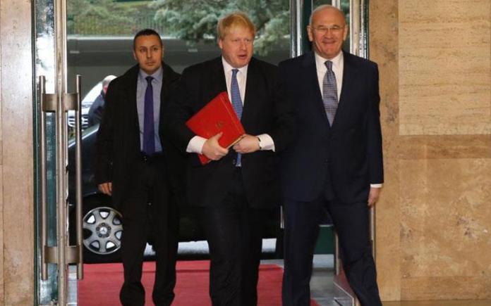 Βρετανός ΥΠΕΞ: Εφικτή η λύση, με συνεχιζόμενη δέσμευση και πολιτική βούληση