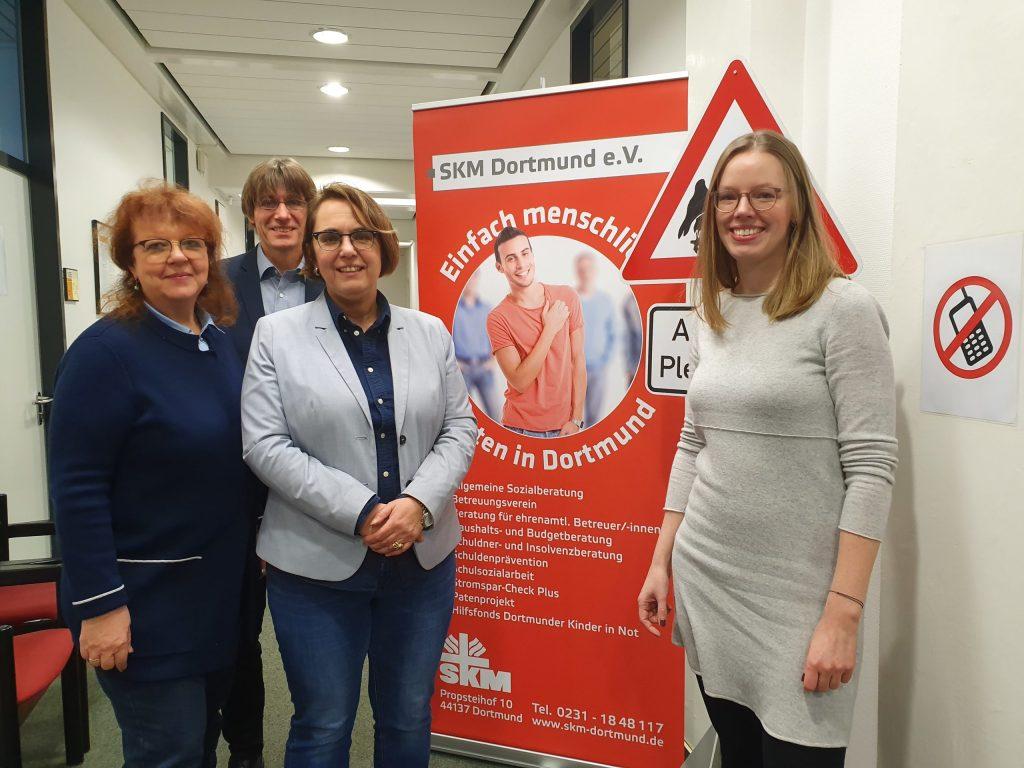 Anja Butschkau und Inge Blask besuchten die Schulden- und Insolvenzberatung des Katholischen Vereins für soziale Dienste in Dortmund.