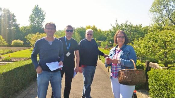 Bernhard Engel, Kay Efselmann und Ernst-Friedirch Hauerken begrüßten Anja Butschkau in ihrem Gartenverein Crengeldangraben in Marten.