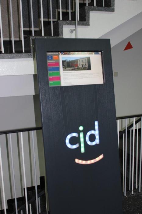 Dass man als IT-Fachinformatiker einiges hier lernen kann, sieht man in der Eingangshalle des Werkstattgebäudes.