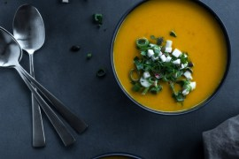 Hokkaidosuppe - opskrift på græskarsuppe med æblecrunch