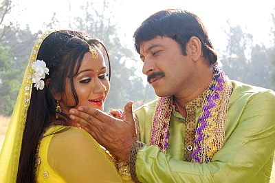 Gunjan Pant and Manoj Tiwari