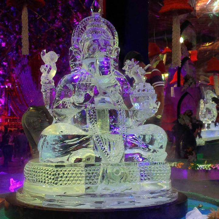 Ice Sculptures for Wedding  So cool idea which is in