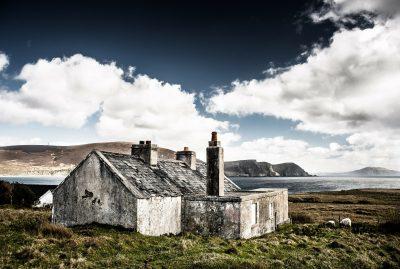 Hütte auf dem Land am Meer