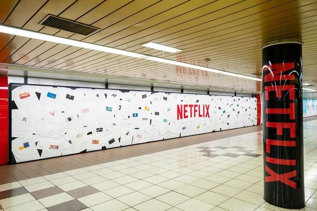 Netflix invade el metro de Japón con un increíble mural anime