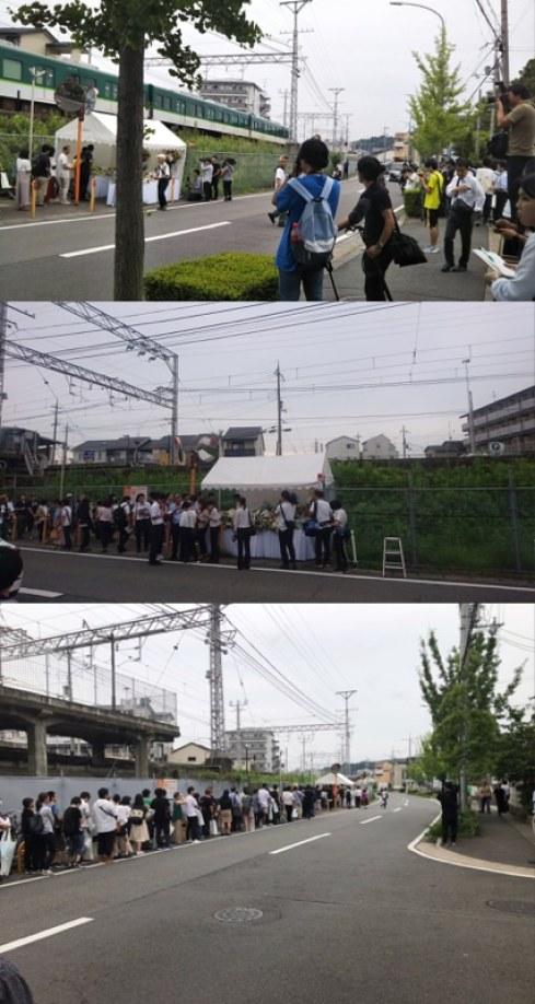 Cientos de fans visitan Kyoto Animation para rezar por las víctimas