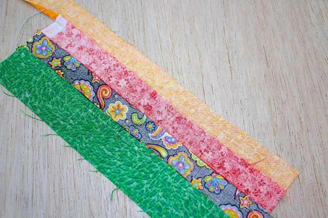 Unire le strisce tra loro a formare il pezzo da ritagliare