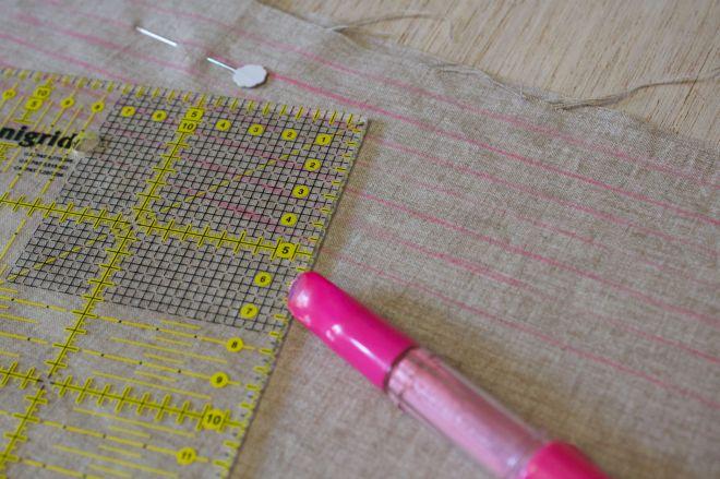 per il Punto smock è fondamentale eseguire cuciture parallele se lo preferite tarcciatele con la penna gessetto