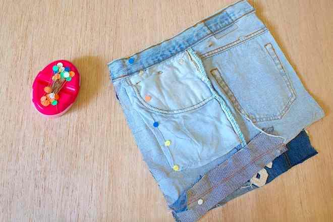 Stabilite gli abbinamenti ed unite i primi due rettangoli di jeans