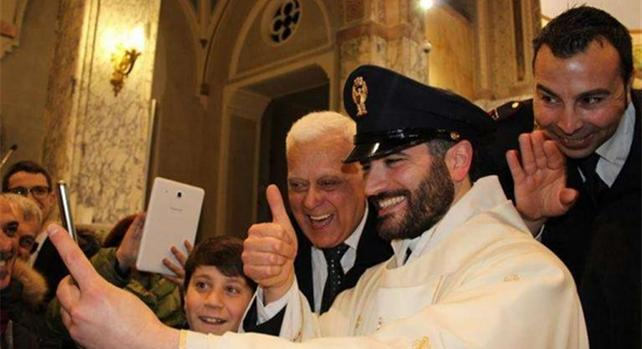 don-ernesto-poliziotto-prete