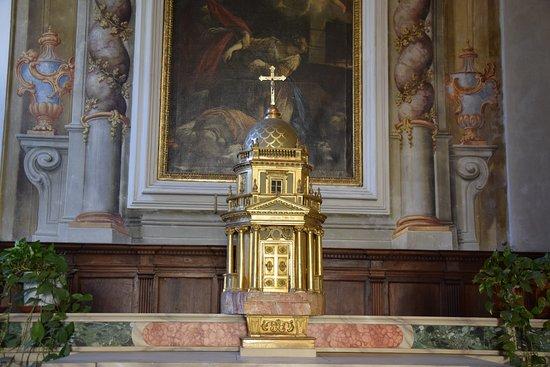 Gesù eucaristia chiuso nel tabernacolo non è al centro del cuore