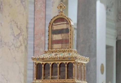 Le reliquie del manto di Giuseppe e il velo di Maria