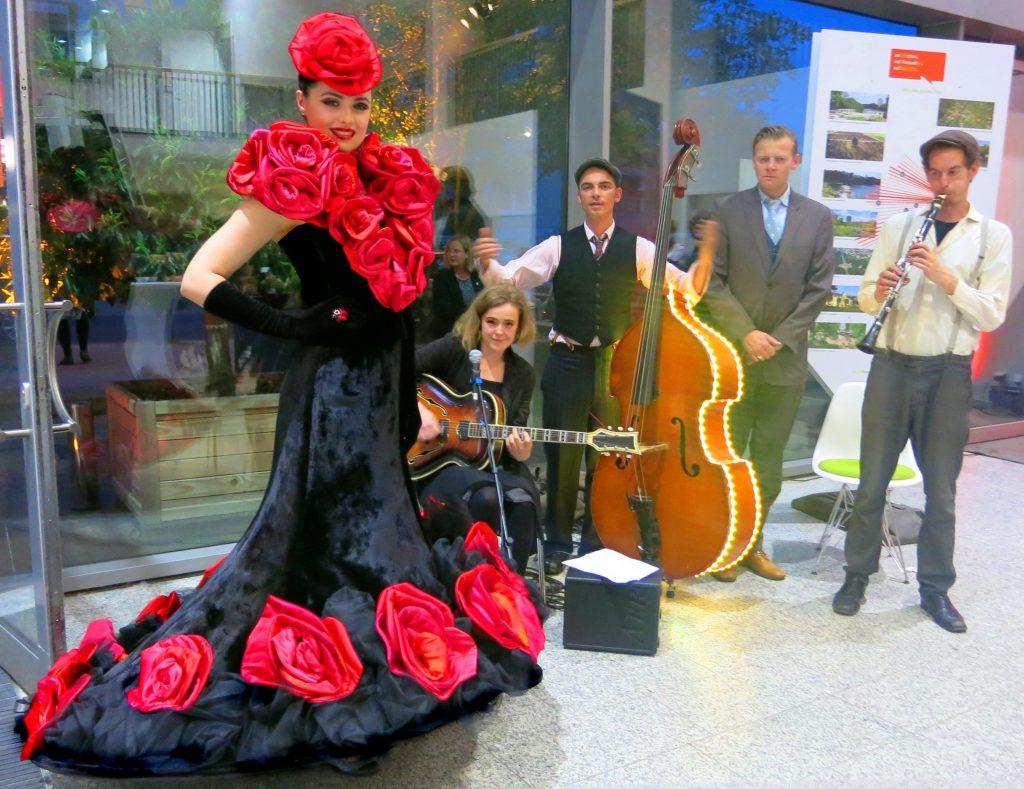 ROSE  Walking Acts  Berlin  Costume Performance Art