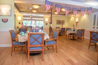 The bright and cheerful dining room is open for restaurant style dining at breakfast, lunch, and dinner.