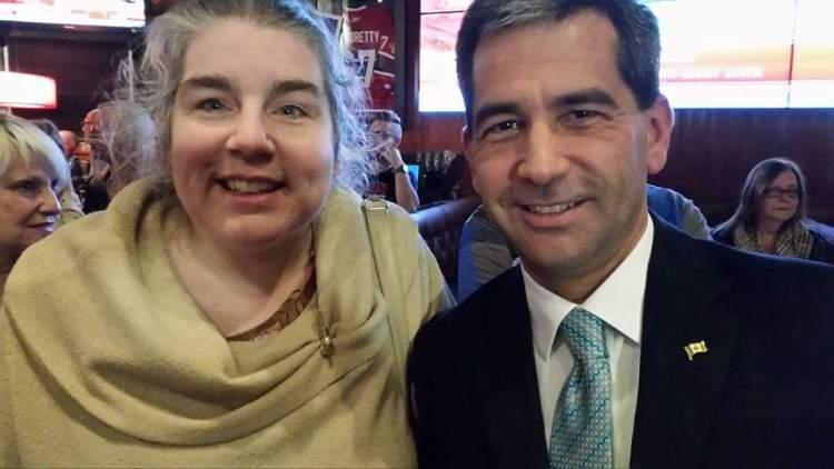 Avec M. Paul-Hus lors de la soirée électorale, à la Cage de l'Ancienne-Lorette.