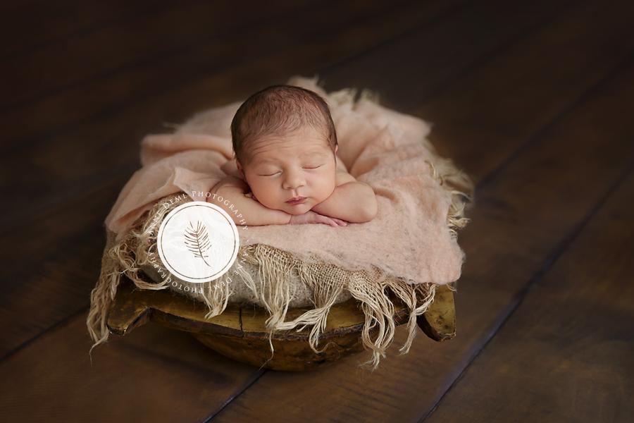 Neugeborenenshooting mit Mira  Babyfotograf Mnchen
