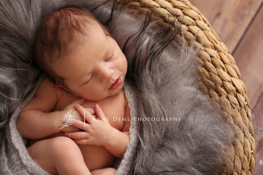Niedliche Neugeborenenfotos  Jacob 8 Tage  Babyfotograf Mnchen