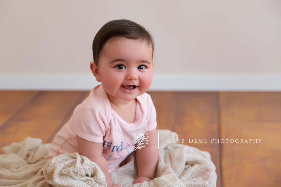 Niedliche Babybilder mit Emma  Babyfotograf Augsburg