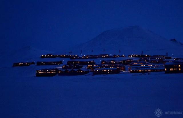 The city of Longyerbyen at night spitsbergen