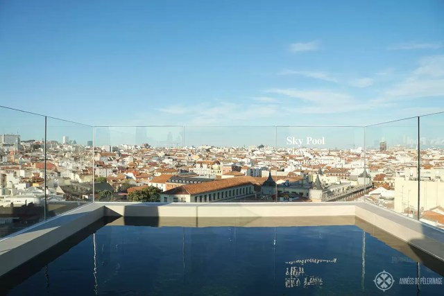 The rooftop bar & pool at the Dear hotel in Madrid
