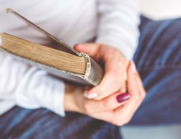 bok i hånd