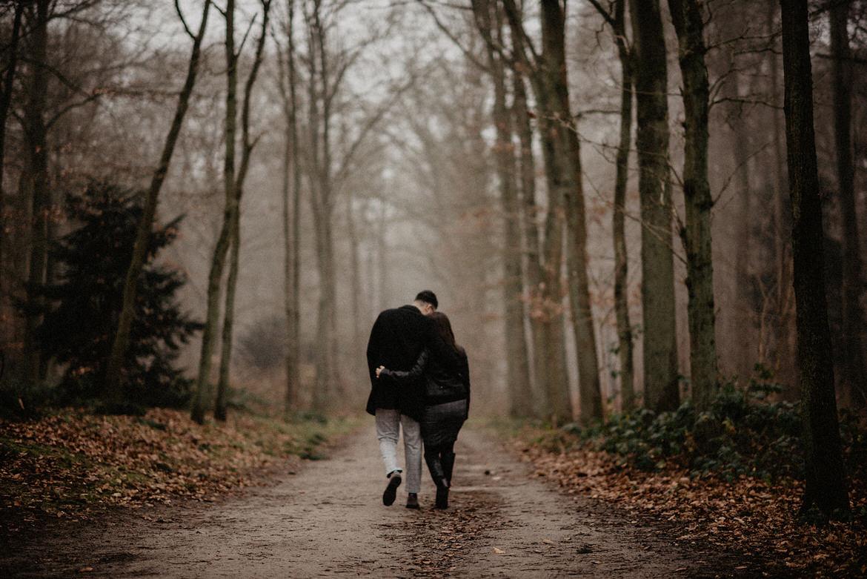 fotografie huwelijksaanzoek in het bos